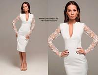 Элегантное короткое платье с ажурными рукавами