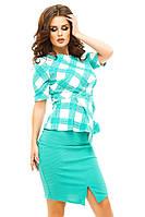 Женский костюм с юбкой и блузой в клетку