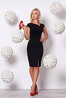 Женское приталенное платье с разрезом черного цвета