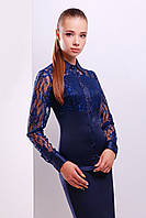 Темно-синяя блузка с гипюровыми вставками