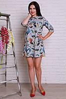 Оригинальное молодежное платье прямого кроя с модным принтом