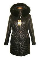 Модный теплый женский пуховик черного цвета с мехом