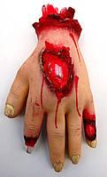 Ужасная кровавая рука кисть на Хэллоуин