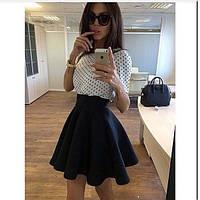 Короткая расклешенная юбка с широким поясом