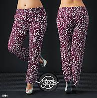 Стильные бордовые брюки принт