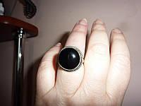 Стильное кольцо с натуральным ониксом