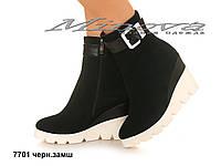 Демисезонные женские замшевые черные ботинки на танкетке (размеры 36-41)