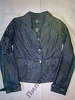 Стильный пиджак с вышивкой.