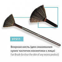 Кисть веерная для сметения сухих частичек косметики с лица 97511