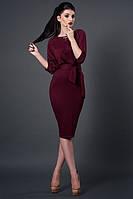 Роскошное платье в цвете бордо облегающее по фигуре длины миди