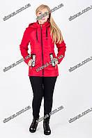 Женская демисезонная удлиненная куртка красного цвета