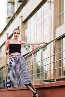 Стильная женская юбка-миди в вертикальную полоску на подтяжках
