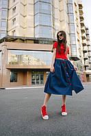 Модная женская джинсовая юбка-миди с красными пуговицами