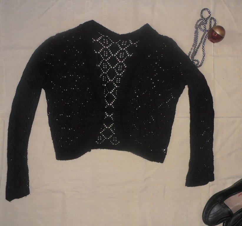 Красивая вязанная короткая кофта-болеро