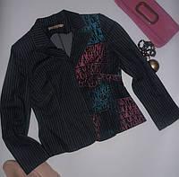 Стильный молодежный джинсовый пиджак с принтом