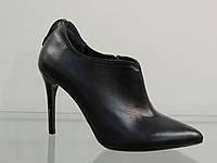 Туфли женские кожаные закрытые на шпильке