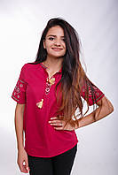 Красная женская вышитая футболка