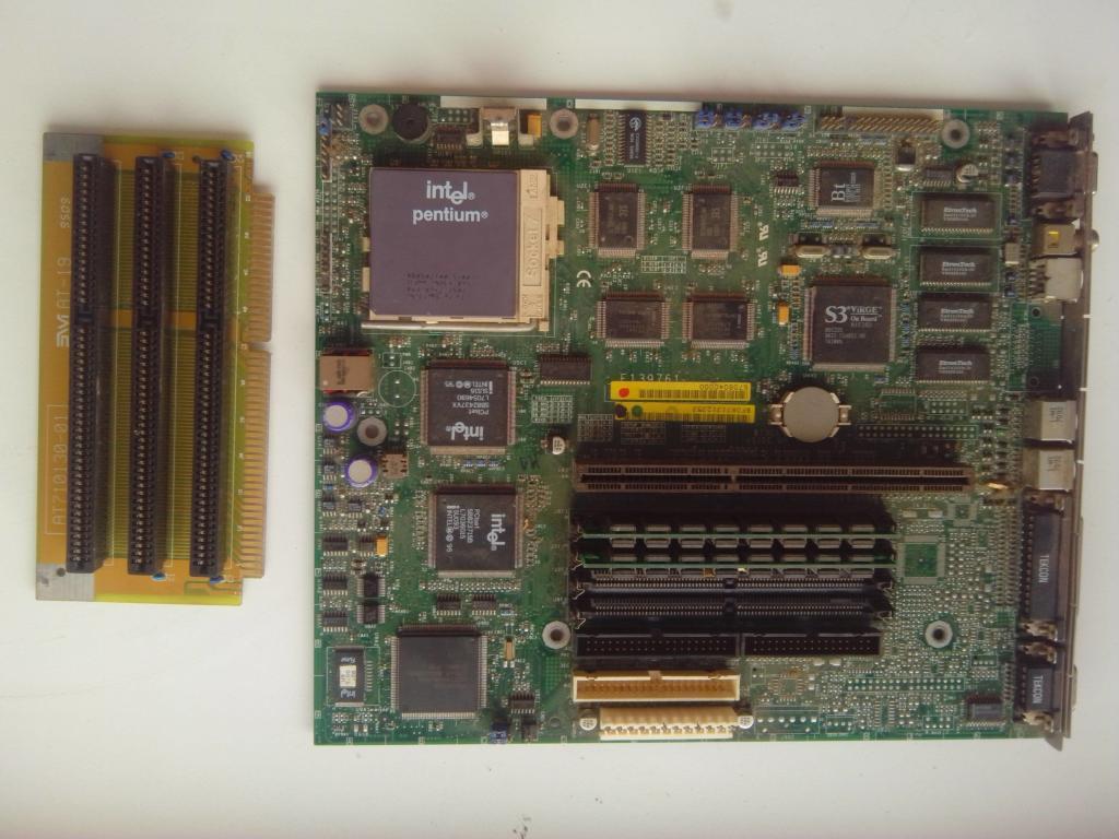 Раритетная плата с прцессором PENTIUM 100,памятью