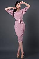 Нежное платье модного цвета с поясом