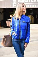 Женская демисезонная куртка с капюшоном и карманами