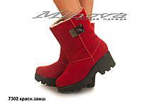 Демисезонные женские замшевые красные ботинки на танкетке 6 см (размеры 36-41)