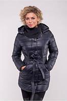 Приталенная женская куртка с поясом и капюшоном