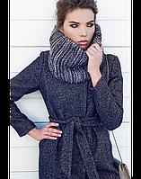 Модное женское твидовое пальто с шарфом-трубой и поясом