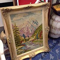Картина вышитая в деревянной багетной раме