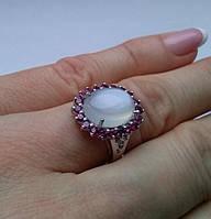 Кольцо с лунным камнем (13х10мм) и родолит гранатами