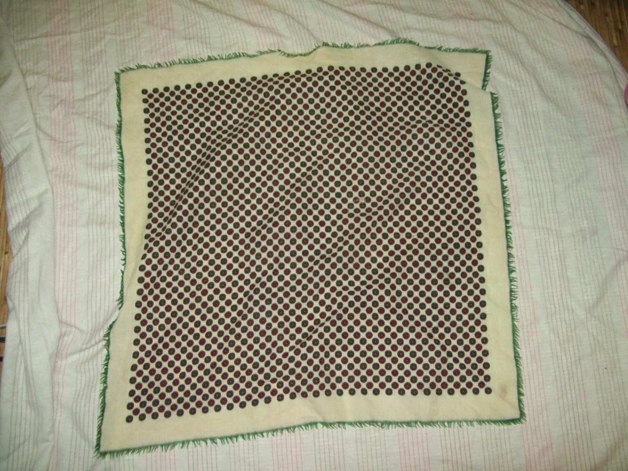 Платок бежево-зеленый узор 64*64см шерсть