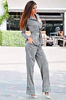 Классический женский костюм с брюками широкого кроя и приталенным блейзером на пуговицах трикотаж