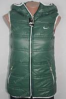 Женская спортивная жилетка Nike на замке зеленая