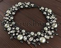 Массивное ожерелье под серебро с жемчужными вставками и стразами