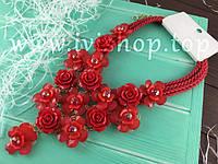 Массивное колье красного цвета с розами