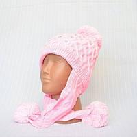 Светло-розовая вязаная шапка