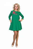 Красивое женское платье зеленого цвета с цветочком