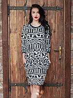 Отличное повседневное платье на осень из дайвинга с геометрическим орнаментом