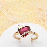 R1-0770 - Романтичное позолоченное кольцо с рубиновым и прозрачными фианитами, 18 р.
