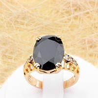 R1-0782 - Эффектное позолоченное кольцо с чёрным и прозрачными фианитами, 17.5 р.