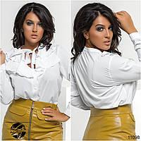 Женская рубашка декорированная рюшами с декольте батальный размер