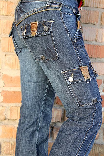 Джинсы с карманами по бокам