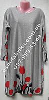 Трикотажное платье c цветами для пышных женщин