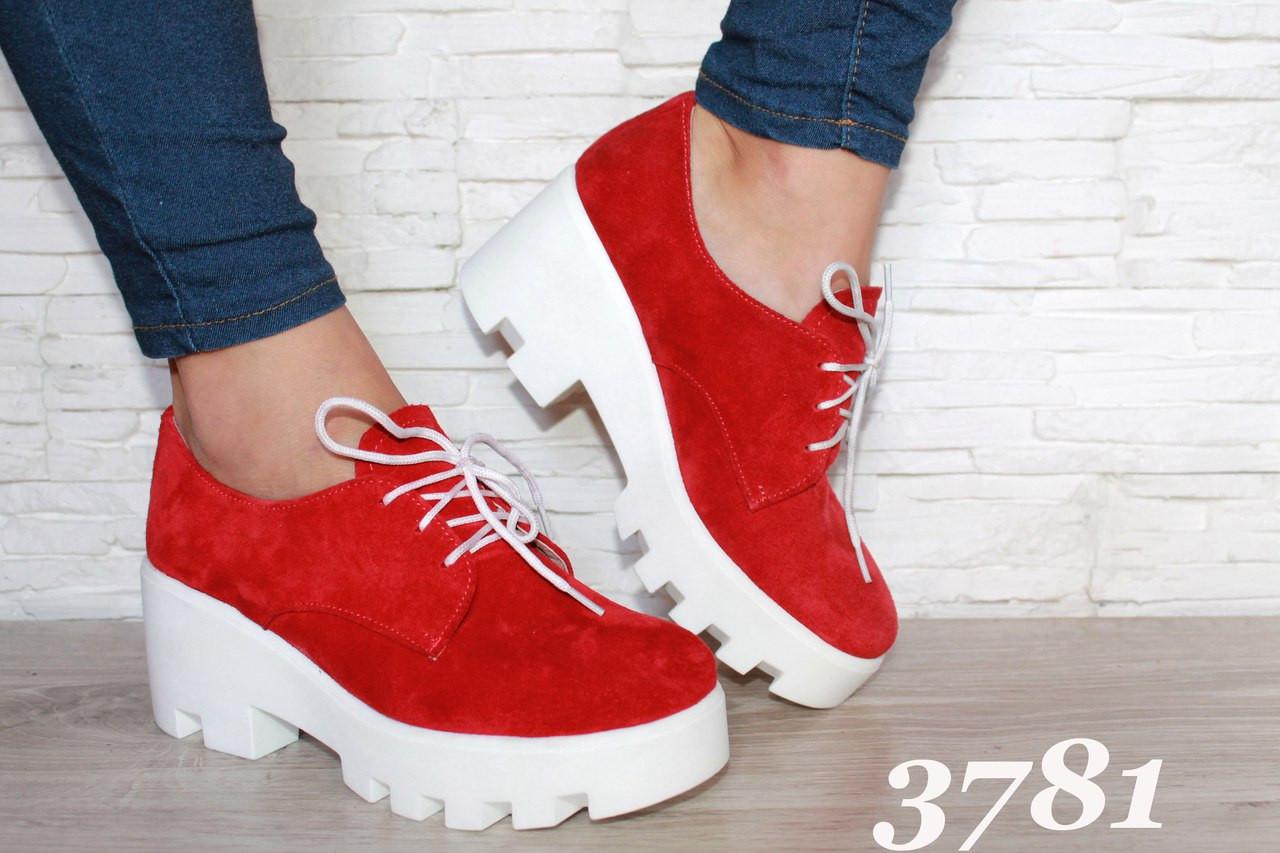 Замшевые туфли синие и красные