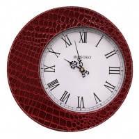 Настенные часы красного цвета