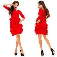 Женское приталенное платье с оборками по бокам платья