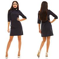 Женское прямое платье мини с воротником-стойкой и брошью