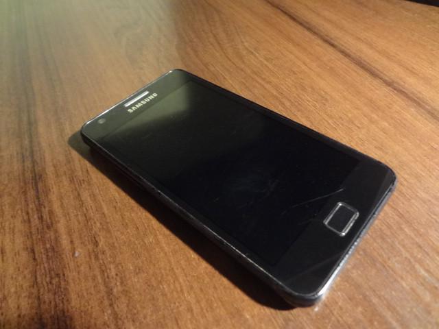 Мобильный телефон Samsung Galaxy S II I9100