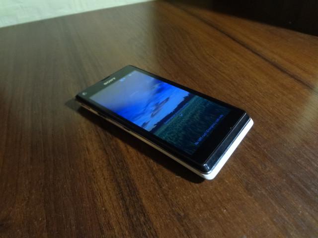 Мобильный телефон Sony Xperia L C2105