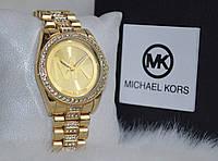 Женские часы Майкл Корс со стразами золотистые.