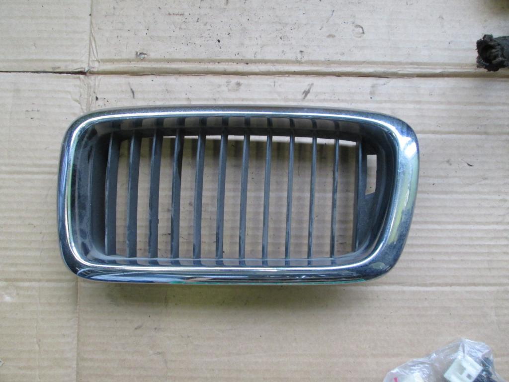 Решетка радиатора ноздря капота левая BMW 7 E38
